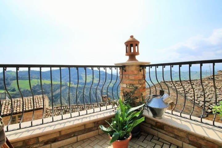 A pretty apartment with amazing view! - Montalto delle Marche - Lejlighed