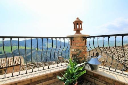 A pretty apartment with amazing view! - Montalto delle Marche - Wohnung