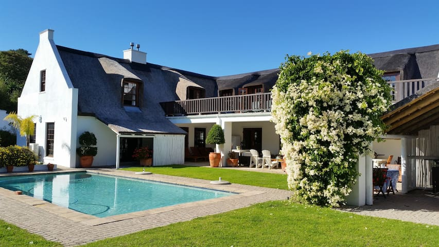 Rose Cottage in Constantia Thatch Lodge
