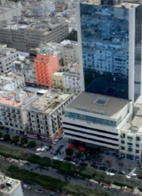 L'hôtel Tej en rouge situé a 50 mètres de l'avenue Habib Bourguiba