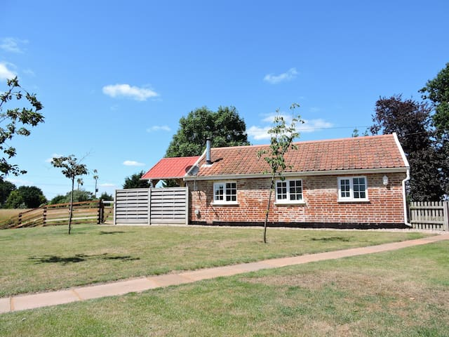Private cottage in Snape, coastal Suffolk