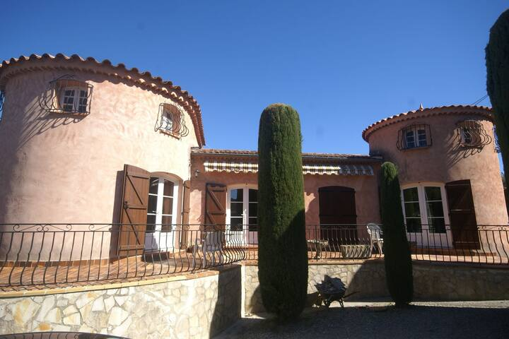 Holiday home in quiet location with beautiful terraces and garden near Lorgues