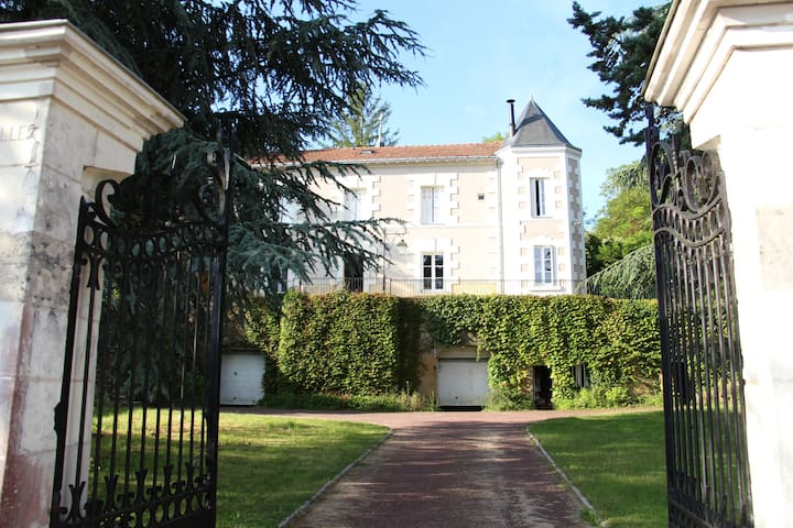 Grande chambre de charme dans maison XIXe - Faverolles-sur-Cher - Hus