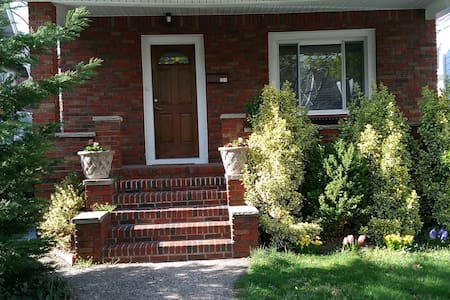Comfortable, Updated, House Near New York City - Clifton - Haus