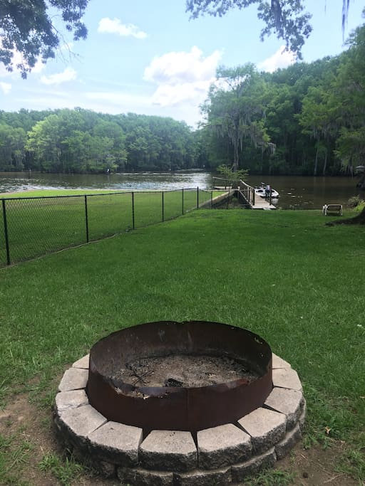 Relax by the firepit, enjoy the cool breeze from the lake. Listen to the sounds of nature while you fall asleep by the warm crackling fire. We have wood provided no need to worry about a thing.