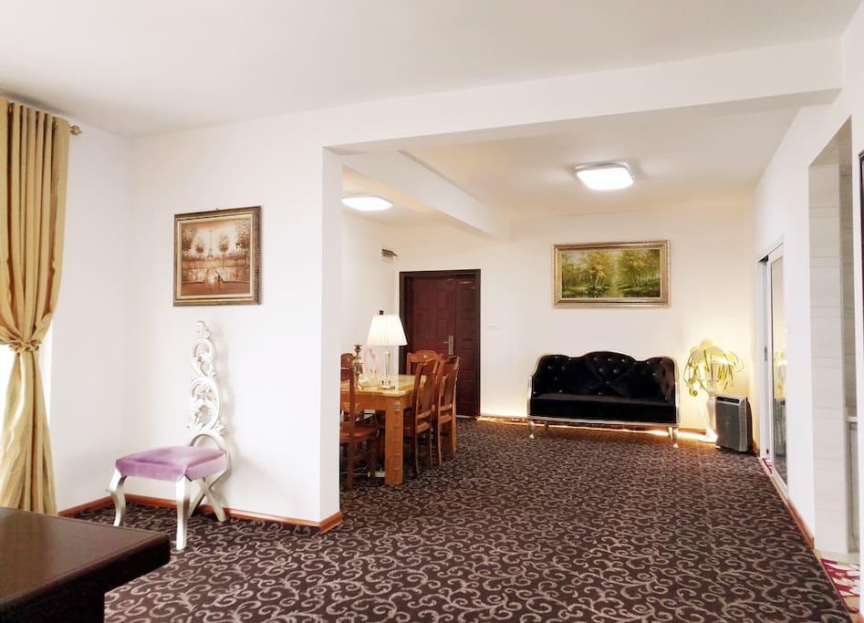 豪奢大厅,配备6人餐桌, 欧式沙发