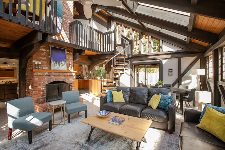 Brick House: steps away from the beach!