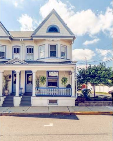 QUAINT VICTORIAN HOUSE - Lehigh Valley