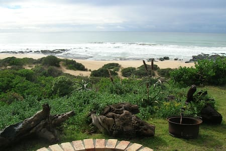 Charming beachfront flat directly on the beach - Jeffreys Bay