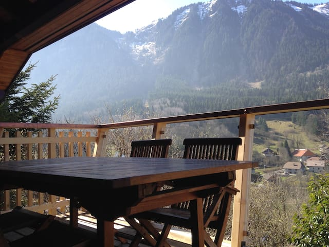 Chalet with a lot of charme and amazing view - Thollon-les-Mémises - Casa