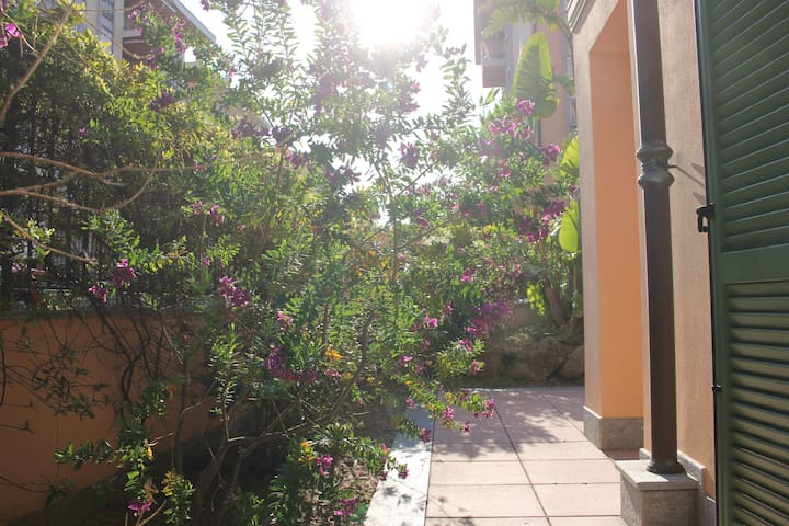 Two-bedroom apartment with private sunny garden - Bordighera - Leilighet