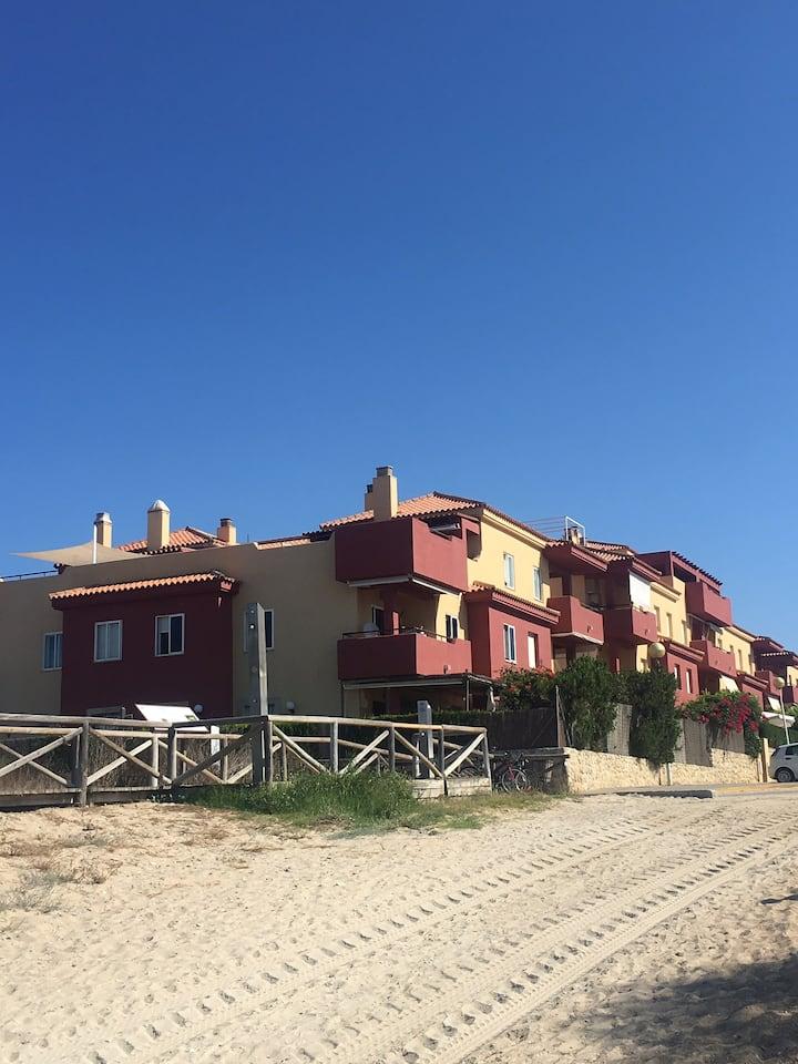 Fantástico apartamento a pie de playa con piscina