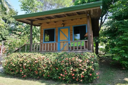 Carambola Guest House: GREAT PRICE, NOW WITH A/C ! - Savegre - Zomerhuis/Cottage