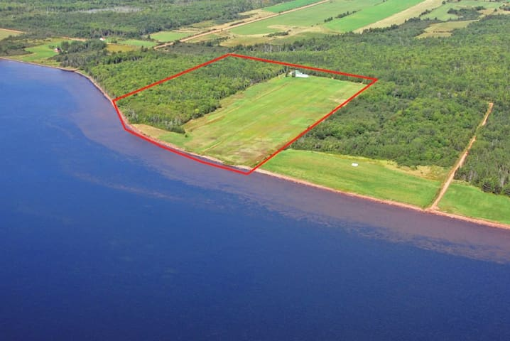 Stay on PEI and enjoy privacy with your own beach - Coleman - Leilighet
