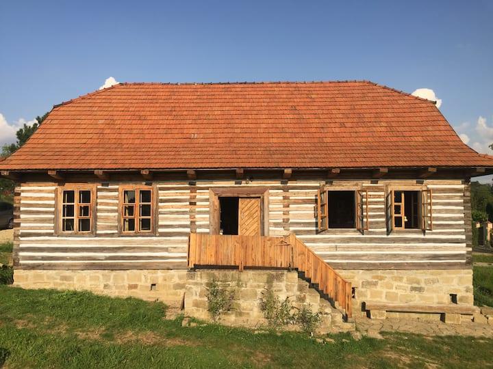 Zabytkowy dom z niebanalnym wyposażeniem
