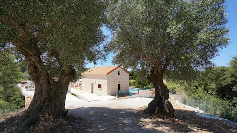 Secluded Villa Antikleia with private pool