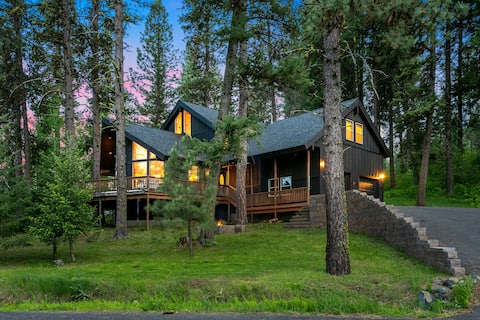 Spacious Wooded Getaway Cabin near McCall