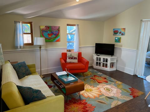 The Lillie Pad - Charming Suite in Summerland