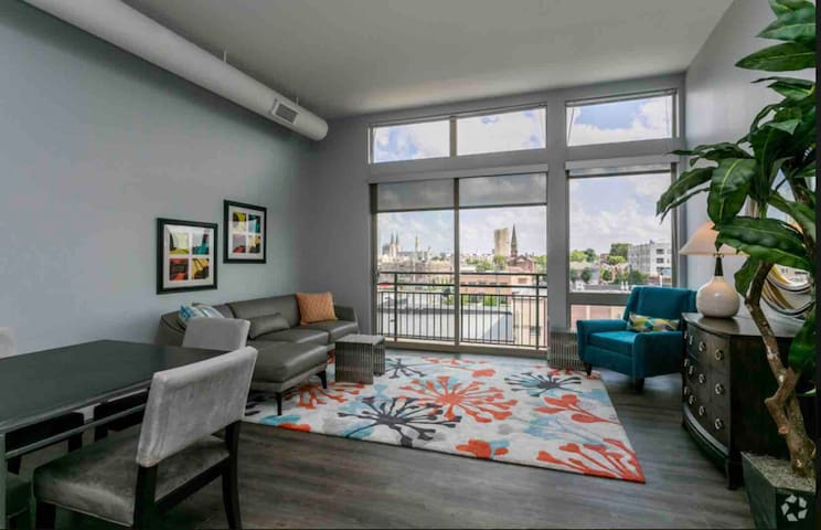 2BD/2BTH Luxury Unit *Rooftop *Free Parking #202A