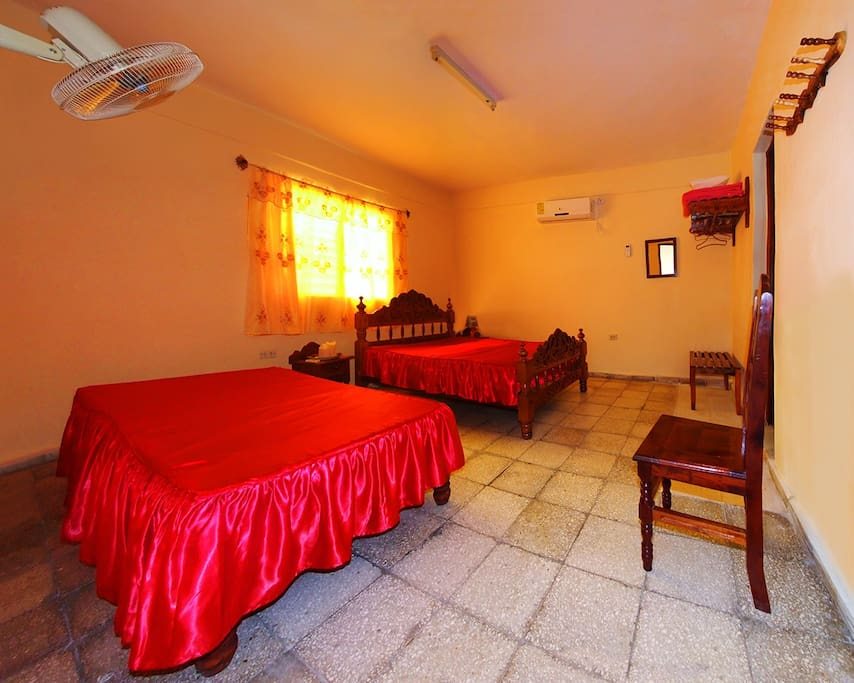 Esta es la habitación... muy amplia y cómoda
