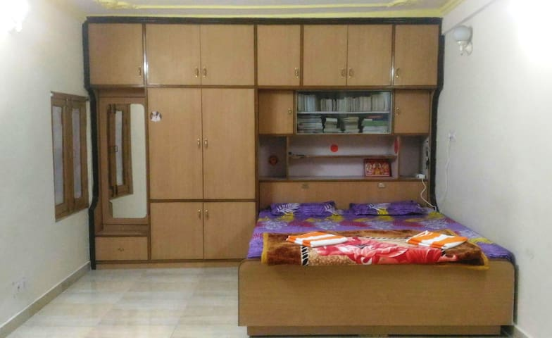 Budget Home Stay in Central Shimla on Road