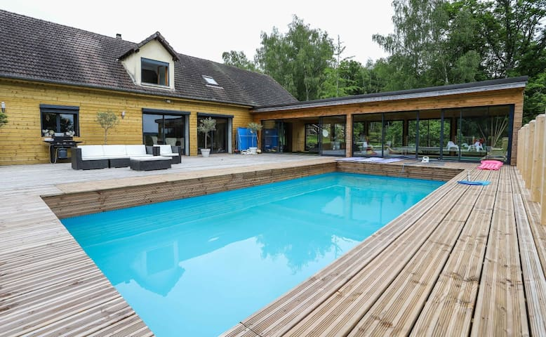 Cottage nature avec piscine, jacuzzi et tennis.