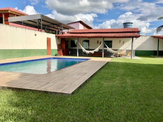 Casa inteira, com piscina e churrasqueira