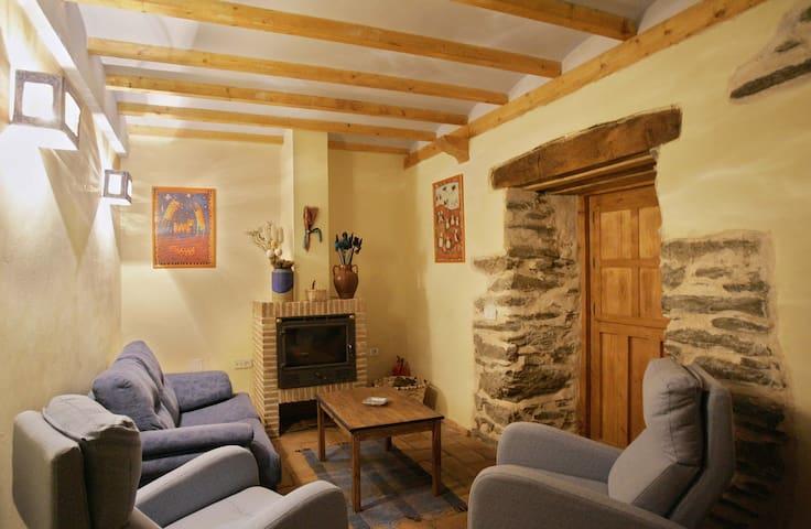 Casa rural con chimenea para 2 personas en León