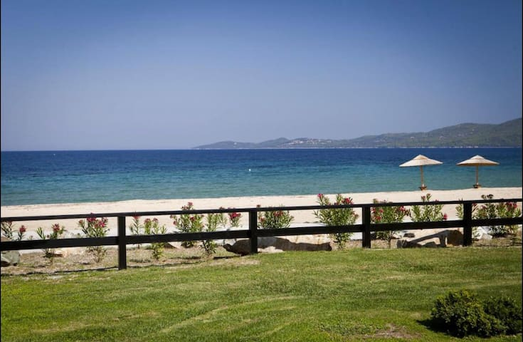 Beach villa in the Athos