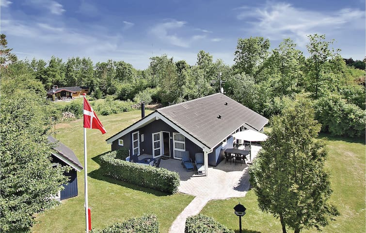 Holiday cottage with 3 bedrooms on 92 m² in Oksbøl
