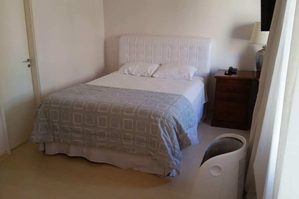 Esta é a nova cama Queen box, com mola ensacadas individualmente, muito mais conforto.
