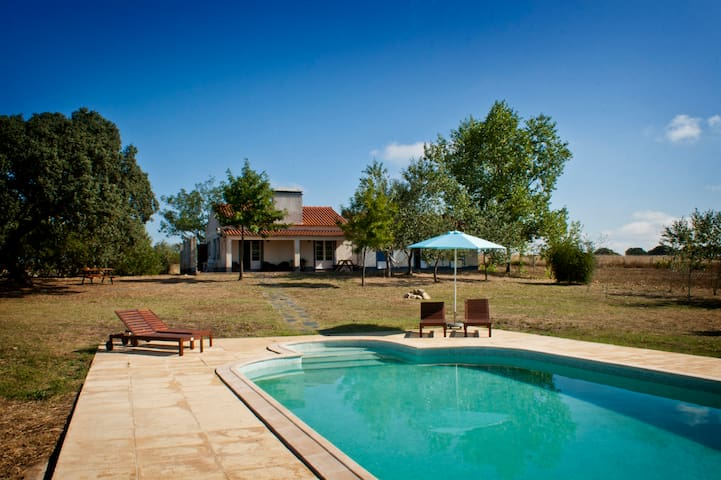 Monte da Viagem - Alentejo's farmhouse with pool