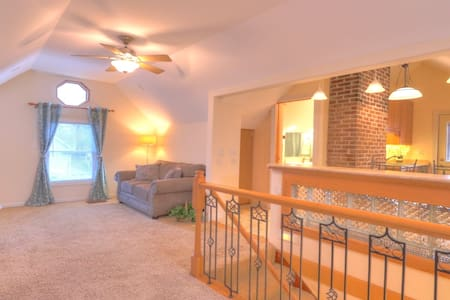Elegant private apt, near U of I & Downtown Champ.