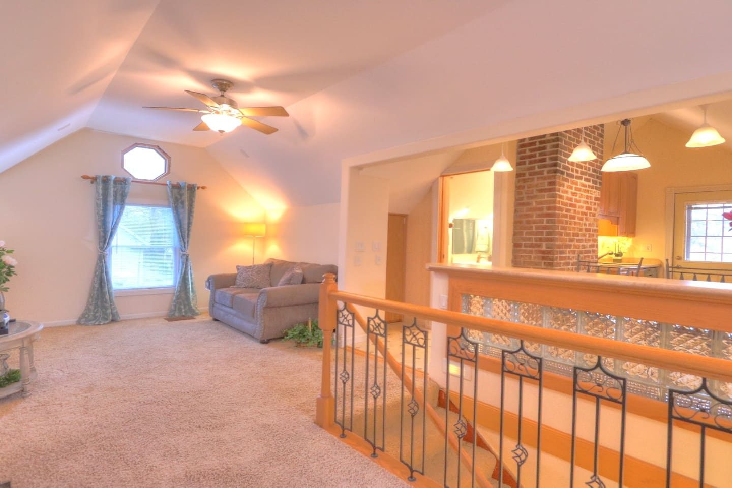 Lovely, spacious, private 1-bedroom apartment in lovely home in Champaign
