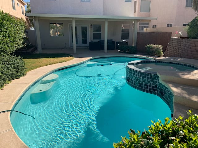 Luxury House with Swimming Pool And Spa 5b/3b