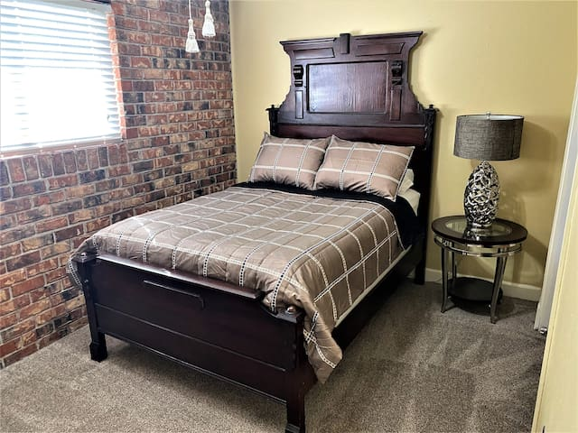 IF BEDS COULD TALK! /Historic Beauregard Town/LSU