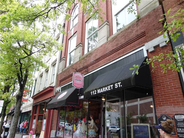 Historic Downtown Wilmington @ Market & Front St
