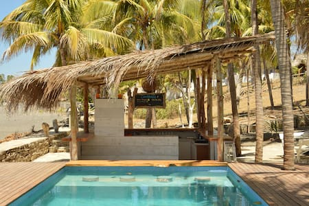 Luxury Beachfront  Accommodation & Ocean View Pool