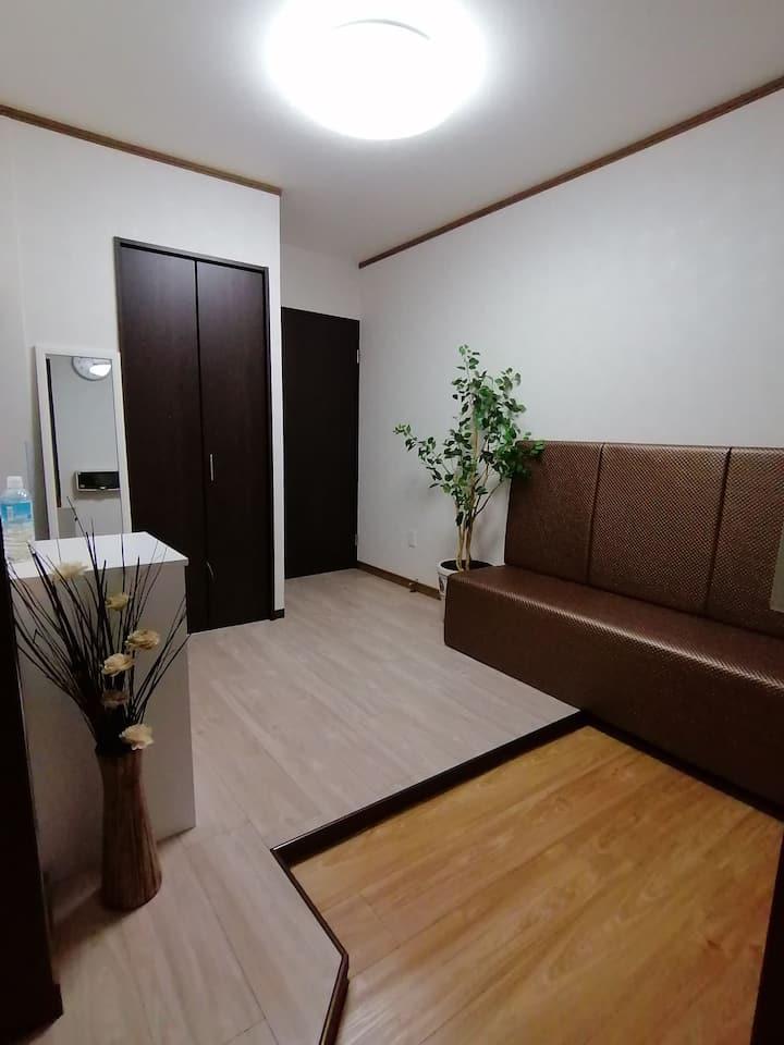 新装修的一户建,位于安静的住宅地,交通便利,步行5分钟到达JR环状线寺田町站,生活便利有超市和药妆店