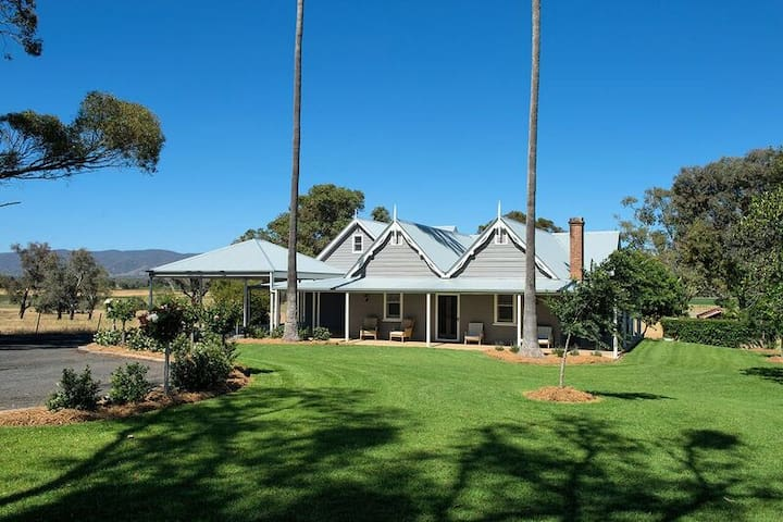 A Luxurious Farmstay among stunning Wineries.