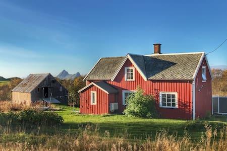 Traditional Nordlandshus - Bø i Vesterålen