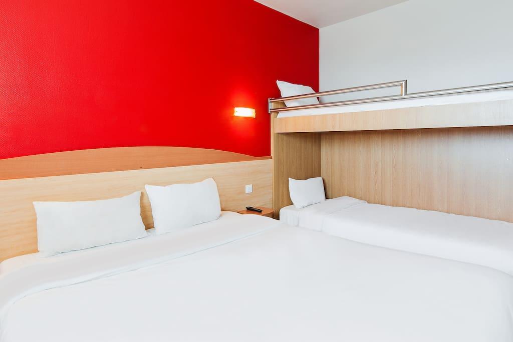 Chambre 4 personnes lits superposés