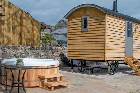 The Sheepfold -  Luxury Shepherds Hut with Hot Tub