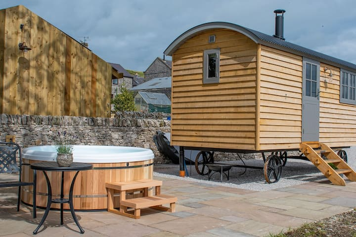 The Sheepfold -  Luxury Shepherds Hut with Hot Tub