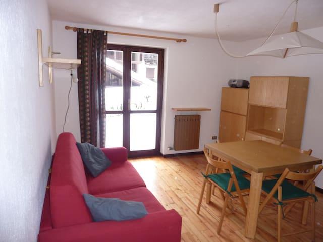 Bilocale con terrazzo e giardino - Courmayeur - Apartamento