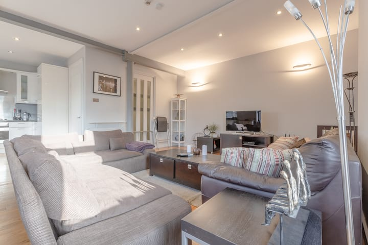 Modern, Spacious, Ideal Loft in Heart of Hackney