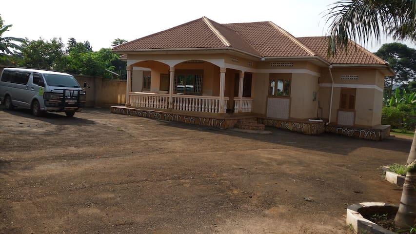 UGANDAN HOSPITALITY/SAFARI /ORGANIC - Jinja - Haus