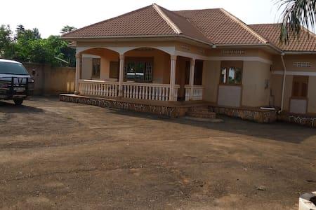 UGANDAN HOSPITALITY/SAFARI /ORGANIC - Jinja - House