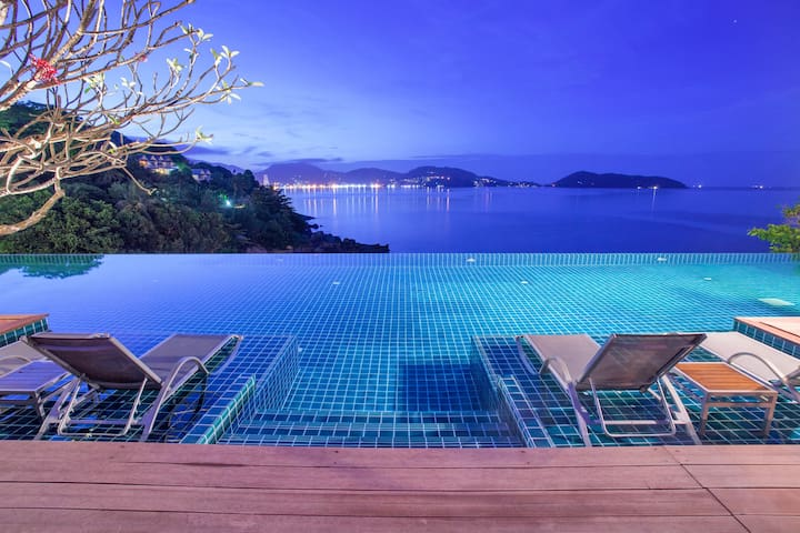 Luxury 5 ★ seafront studio, infinity sea view pool