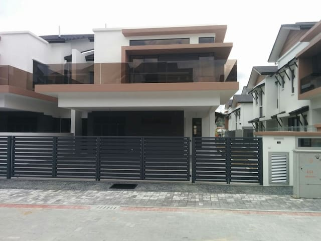 Cheras, Kajang House - transport, food can arrange
